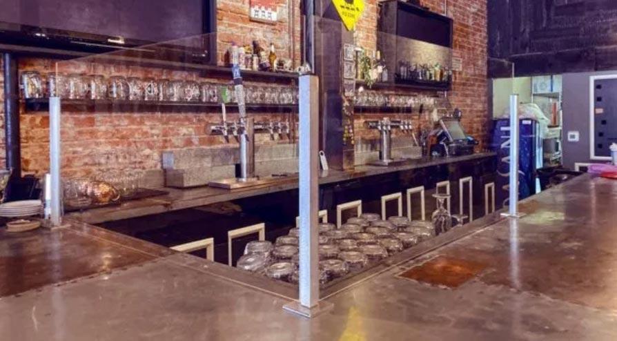Barreiras de proteção em acrílico em restaurantes